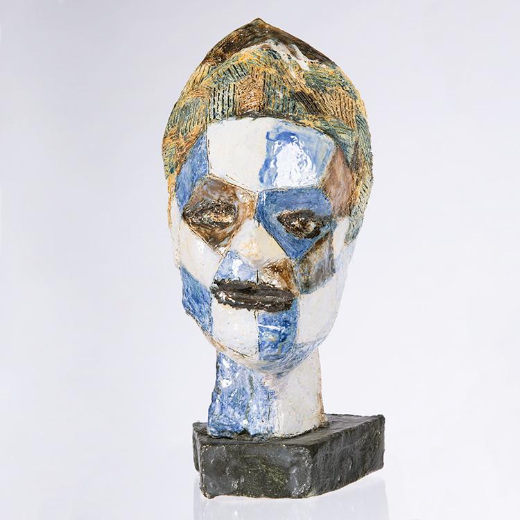 Jan F. van Beelen, Portret, circa 2017, geglazuurd aardewerk.